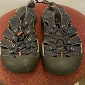 Keen Anti Odor Anatomical Foot Bed Sandals sz 10.5